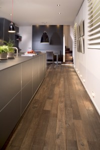 un parquet dans une cuisine studio de la cuisinestudio de la cuisine. Black Bedroom Furniture Sets. Home Design Ideas